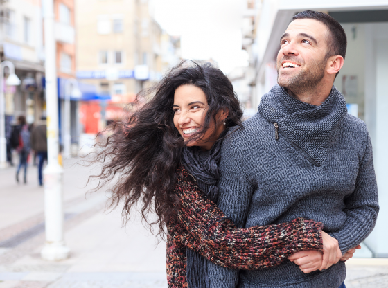 woman-hugging-man-from-behind